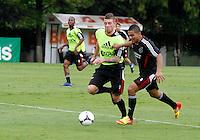 O jogadorToby Alderweireld (e)  durante treino do Ajax no CT da Barra Funda na Manhã de hoje na zona oeste de São Paulo.FOTO ALE VIANNA - NEWS FREE.