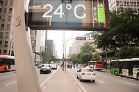 SÃO PAULO-SP-1.12.2014-CLIMA TEMPO SÃO PAULO- Temperaturas amenas,entre 25° em Avenida Paulista.Região centro sul da cidade de São paulo no fim da manhã dessa segunda-feira,01.(Foto:Kevin David/Brazil Photo Press