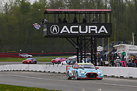#98 Byan Herta Autosport W Curb-Agajanian Hyundai Veloster N TCR, TCR: Mark Wilkins, Michael Lewis, Checkered Flag