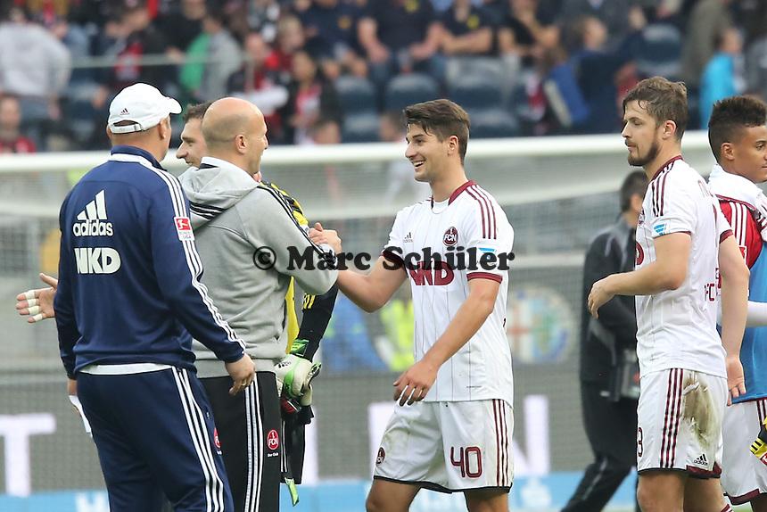 Interimstrainer Roger Prinzen (Nürnberg) feiert den Punktgewinn mit Antonio-Mirko Colak -  Eintracht Frankfurt vs. 1. FC Nuernberg,