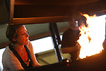Foto: VidiPhoto<br /> <br /> ANDELST &ndash; Een tiental kunstenaars uit heel Europa krijgt woensdag in het Betuwse Andelst les in oude ambachten als smeden, brons gieten en puntlassen, met de bedoeling om deze straks te kunnen toepassen in hun kunstwerken. De kunstwerken die deze week worden gemaakt, worden in oktober tentoongesteld op de Dutch Designweek in Eindhoven. Met het voor Nederland unieke project wil initiator Mondra Opleidingen oude ambachten via de kunst nieuw leven in blazen. Ambachtslieden uit het hele land fungeren als docent. Volgens directeur Cees Pronk is dit de enige plek waar kunstenaars en ambachtslieden bij elkaar gebracht worden. Omdat er veel kunst gestolen wordt, leert Mondra ook hoe dit met een paar eenvoudige toepassingen voorkomen kan worden. Het project wordt bekostigd met subsidie van provincie Gelderland en Prins Bernhardfonds.
