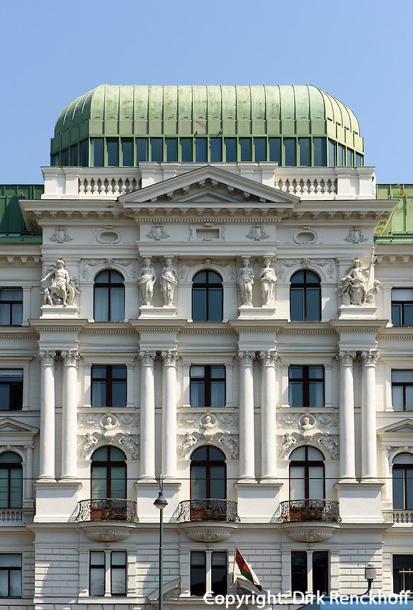 Gesch&auml;ftshaus auf dem Votivplatz in Wien, &Ouml;sterreich, UNESCO-Weltkulturerbe<br /> office building at Votivplatz, Vienna, Austria, world heritage