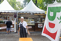 - Milano,  8/2015, festa nazionale dell'Unit&agrave;  dei DS ai Giardini Pubblici di Porta Venezia, stand commerciali<br />