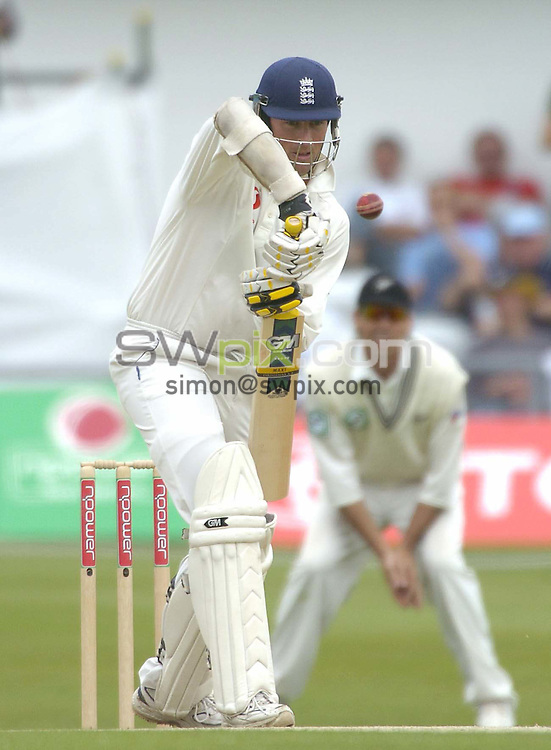 Pix: Ben Duffy/SWpix.com -  International Cricket..NPower 2nd test England v New Zealand.... 05/06/2004. ..COPYRIGHT PICTURE>>SIMON WILKINSON>>01943 608782>>..England's Marcus Trescothick plays the ball at the start of England's innings