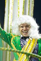 SANTOS, SP, 29.01.2016 - CARNAVAL-SANTOS - Integrantes da escola de samba Mãos Entrelaçadas, durante desfile do Carnaval de Santos 2016 na Passarela do Samba Dráusio da Cruz, na zona noroeste em Santos/SP, nesta sexta-feira, 29. (Foto: Flavio Hopp / Brazil Photo Press)