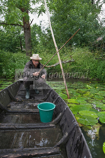 Europe/France/Poitou-Charentes/79/Deux-Sèvres/Sansais/La Garette: Pêche à l'anguille dans le Marais Poitevin  -  Autorisation : 2010-106