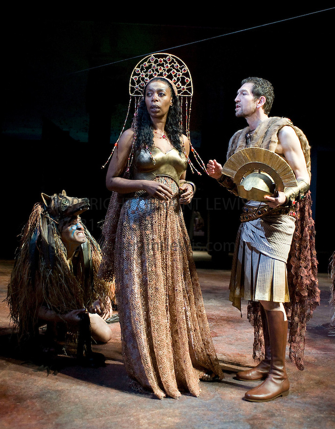 Julius Caesar by William Shakespeare, A Royal Shakespeare Company Production directed by Lucy Bailey.With Greg Hicks as Julius Caesar,Noma Dumezweni as Calphurnia.Opens  at The Courtyard Theatre, Stratford Upon Avon on  26/5/09 CREDIT Geraint Lewis