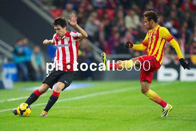 BILBAO.ESPAÑA.FÚTBOL.<br /> Partido de La Liga BBVA entre el Ath.Club y el Barça , a 01/12/2013.<br /> En la imagen :<br /> 15Andoni Iraola (Athletic Bilbao)<br /> 11Neymar (FC Barcelona)