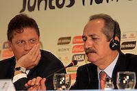 RIO DE JANEIRO, RJ, 30 DE MAIO 2012 - SORTEIO COPA DAS CONFEDERACOES - O secretario-geral da FIFA, Jerome Valcke (E) e o ministro dos esportes Aldo Rebelo durante sorteio da Copa das Confederações, torneio que antecede a Copa do Mundo e que será disputado entre 15 e 30 de junho de 2013. No Hotel Sheraton, na Barra da Tijuca nesta quarta-feira, 30. (FOTO: GUTO MAIA / BRAZIL PHOTO PRESS).