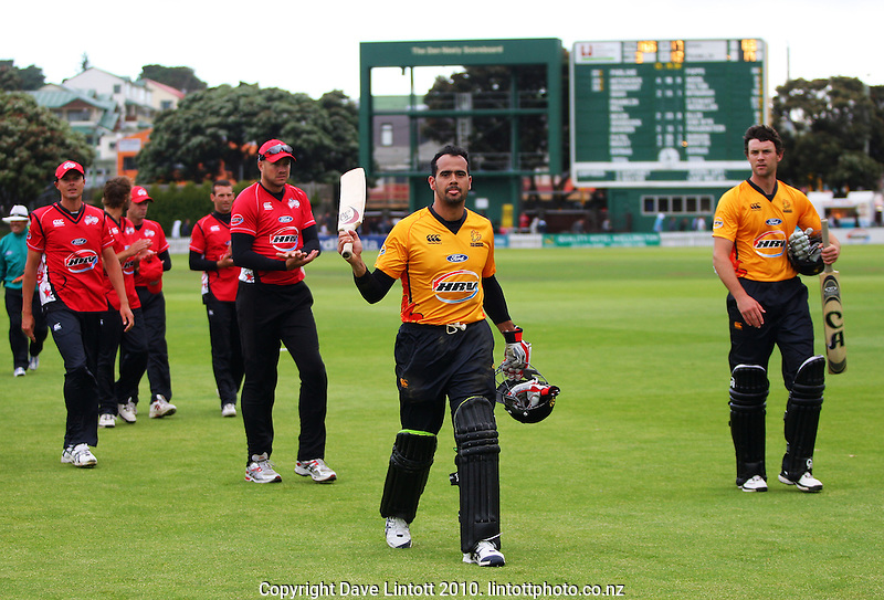 Wellington's Owais Shah acknowledges the applause after the victory during the HRV Cup Twenty20 cricket match between the Wellington Firebirds and Canterbury Wizards at Allied Nationwide Finance Basin Reserve, Wellington, New Zealand on Wednesday, 6 January 2010. Photo: Dave Lintott / lintottphoto.co.nz