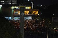 MEDELLIN - COLOMBIA, 06-07-2018: Miles de personas se congregaron en el Parque de los Deseos de la ciudad de Medellín, Colombia, hoy, 06 de junio de 2018 en una Velatón Nacional para rechazar categóricamente los asesinatos de líderes sociales en el país con el lema #NosEstánMatando. La Velatón Nacional se realiza en simultaneo en las plazas de las principales ciudades de Colombia. / Thousands of people gathered in the Los Deseos Park in Medellin, Colombia, today, June 6, 2018 in a National Velaton to categorically reject the assassinations of social leaders in the country with the slogan # NosEstanMatando. The National Velaton is carried out simultaneously in the squares of the main cities of Colombia.  Photo: VizzorImage / León Monsalve / Cont