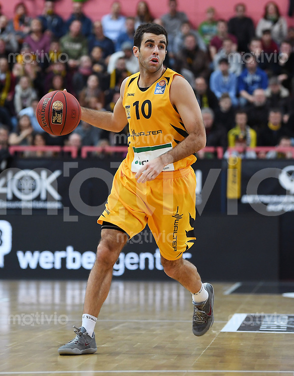 Basketball  1. Bundesliga  2016/2017  Hauptrunde  12. Spieltag  04.12.2016 Walter Tigers Tuebingen - ratiopharm Ulm Jared Jordan (Tigers) am Ball