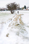 Pix: Shaun Flannery/shaunflanneryphotography.com...COPYRIGHT PICTURE>>SHAUN FLANNERY>01302-570814>>07778315553>>..27th November 2010...........Snowfall in the United Kingdom, November 2010..A lone mountain biker, tackles a 'snowy' public footpath.