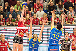 20.12.2017, Margon-Arena, Dresden, GER, DVV-Pokal Damen Halbfinale, Dresdner SC vs. SSC Palmberg Schwerin, im Bild<br /> <br /> <br /> Piia Korhonen (#12, Dresdner SC), Greta Szakmary (#1, SSC Palmberg Schwerin), Lauren Barfield (#12, SSC Palmberg Schwerin), <br /> <br /> Foto &copy; nordphoto / Dostmann
