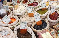 Linzen en bonen te koop op de biologische  markt