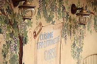 France/2B/Haute Corse/Nebbio/Saint-Florent: Mur peint d'un restaurant, Cuisine Corse