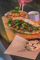 Europe, France, Ile de France, 75002, Paris: Miss Banh Mi: 5, rue Mandar,  (pour le côté casse croûte fusion), pain d'E.Kayser, garnitures fusion. Le sandwich version franco-vietnamienne,