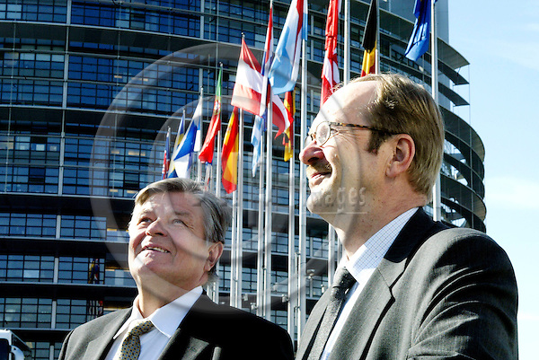 STRASBOURG - FRANCE - 22 APRIL 2004--The MEPs Mikko PES?L?(L) (Pesala) and Samuli POHJAMO(R), both from the Group of the European Liberal, Democrat and Reform Party with the European Parliament in Strasbourg in the background.-- PHOTO: ERIK LUNTANG / EUP-IMAGES