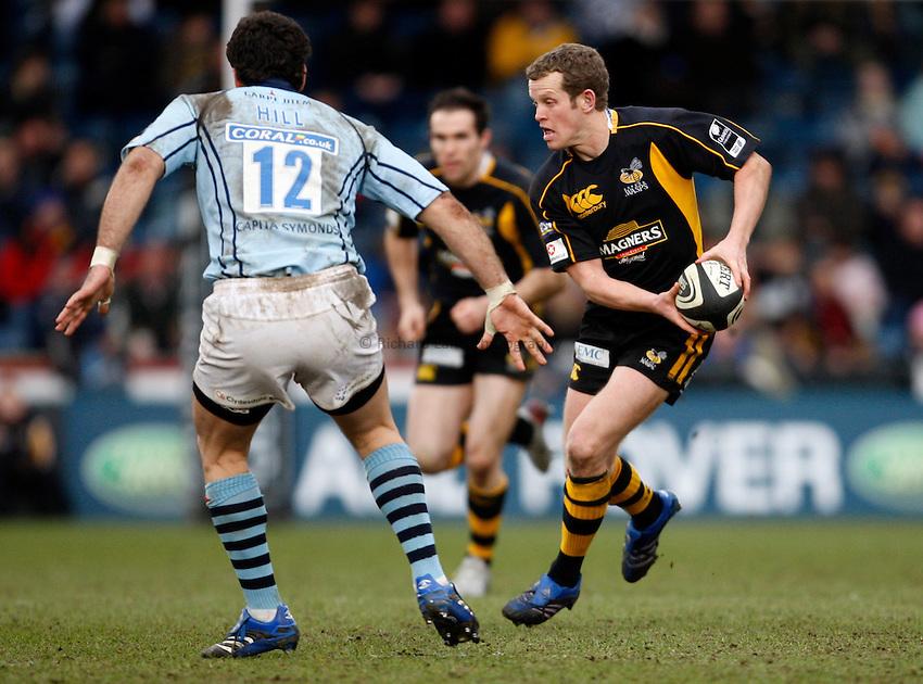 Photo: Richard Lane/Richard Lane Photography. .London Wasps v Bristol Rugby. Guinness Premiership. 23/02/3008. Wasps' Dave Walder passes.