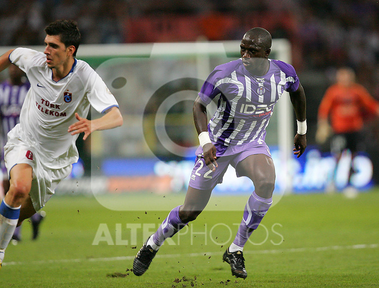 Gulselam Ceylun (L) and Moussa Sissoko battle for the ball. Toulouse v Trabzonspor, Europa Cup, Second Leg, Stade Municipal, Toulouse, France, 27th August 2009.