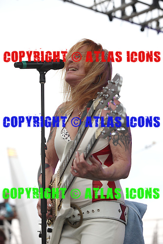LITA FORD, LIVE, MONSTERS OF ROCK, 2015, NEIL ZLOZOWER