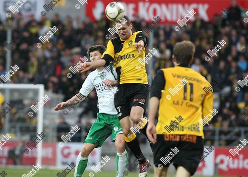 2010-03-20 / Voetbal / seizoen 2009-2010 / K. Lierse SK - KVSK United / Bruno Camacho (Lierse) klimt hoger dan Ketting..Foto: Mpics