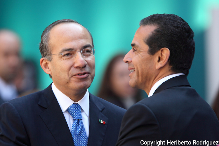 Mexican President Felipe Calderon greets Los Angeles Mayor Antonio Villarraigosa after giving a speech before bussinesmen and politicians to mark his third year in office during a ceremony in the National Palace in Mexico City, November 29, 2009. Calderon announced he will deliver to Congress a project to reelect deputies and mayors although the Mexican Constitution prohibits it so far. Photo by Heriberto Rodriguez