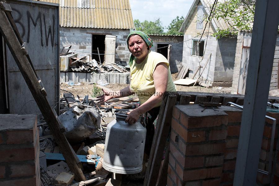 UKRAINE:  Ania, an Inhabitant near the frontline of Shyrokyne, is taking away some of her stuff to move to another house far from the frontline. <br /> <br /> <br /> UKRAINE: Ania, une habitante pr&egrave;s de la ligne de front de Shyrokyne, prend certaines de ses affaires d&eacute;m&eacute;nager dans une autre maison loin de la ligne de front.