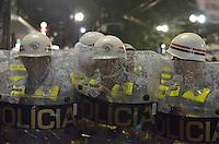 SÃO PAULO, SP - 22.02.2014 - MANIFESTAÇÃO CONTRA COPA- Policiais durante Segunda manifestação Contra a Copa realizada no centro de São Paulo na tarde deste sabado (22) - FOTO: (Levi Bianco / Brazil Photo Press)