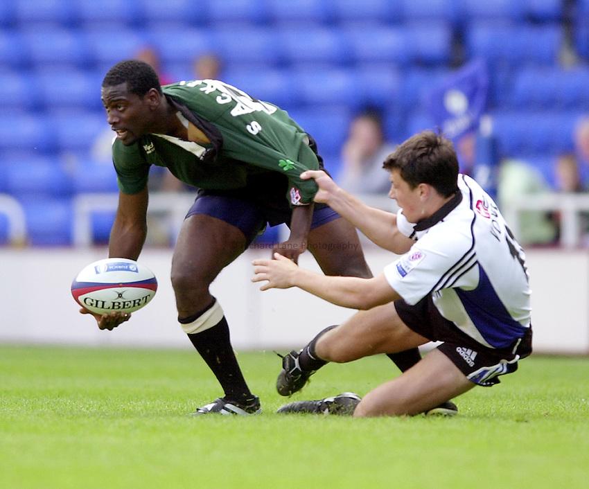 Photo. Richard Lane.London Irish v Bath Rugby. Zurich Premiership..01/09/2002.Paul Sackey gets the ball away as Tom Voyce holds on..