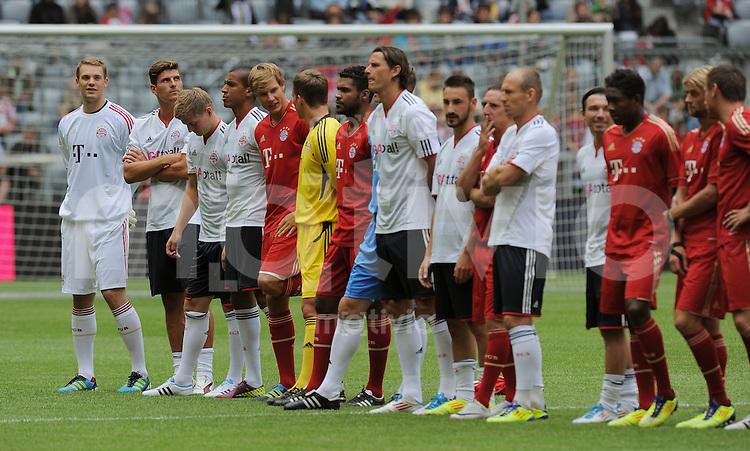 Fussball 1. Bundesliga  Saison  2011/2012   02.07.2011    Saisonauftakt / Teamvorstellung  beim FC Bayern Muenchen  Torwart Manuel Neuer (li)