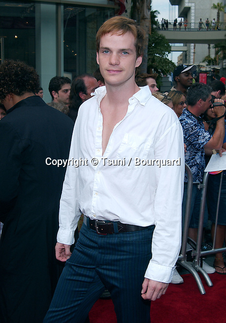 Peter Paige arrives at the American Idol Finale at the Kodak Theatre in Los Angeles. September 4, 2002.          -            PaigePeter30.jpg