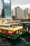 Sydney.Ferry dans la baie de Sydney.  De nombreuses lignes permettent de relier les différentes banlieues de Sydney.
