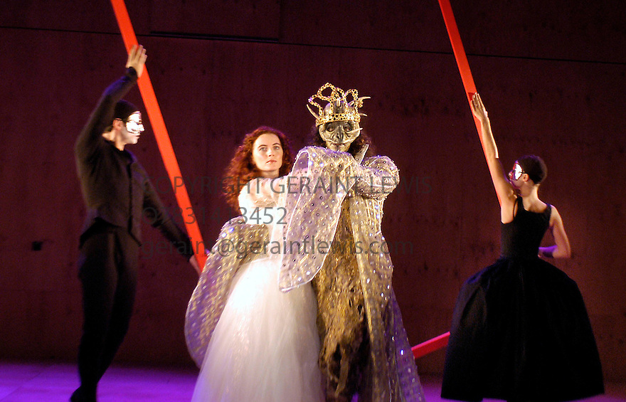 Beauty and The Beast Directed and adapted by Laurence Boswell with Aoife McMahon ,Adam Levy opens at the Royal Shakespeare Theatre, Stratford upon Avon 10/12/03  CREDIT Geraint Lewis