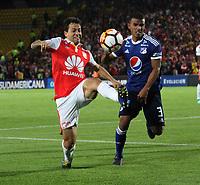 BOGOTÁ -COLOMBIA, 18-09-2018:Diego Guastavino (izq.) jugador de Independiente Santa Fe  de Colombia disputa el balón con Omar Bertel (Der.) jugador  de  Millonarios de Colombia durante partido por los octavos de final ,llave A,  de La Copa Conmebol Sudamericana 2018,jugado en el estadio Nemesio Camacho El Campín de la ciudad de Bogotá./Diego Guastavino (L) Player of Independiente Santa Fe of Colombia disputes the ball with Omar Bertel (R player of Millonarios of Colombia during game for the knockout round, key A, of the Conmebol Sudamericana Cup  2018, played at the Nemesio Camacho stadium The Campín of the city of Bogotá. Photo: VizzorImage/ Felipe Caicedo / Staff
