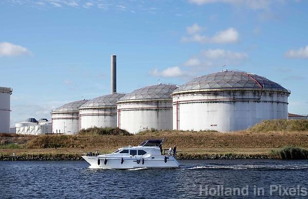 Nederland - Amsterdam - 2018. Het Westelijk Havengebied. Plezierjacht op het Noorzeekanaal. Foto Berlinda van Dam / Hollandse Hoogte.