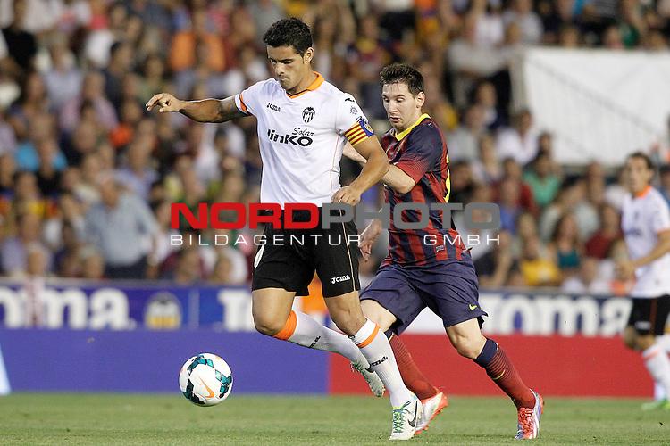 Valencia's Ricardo Costa (l) and FC Barcelona's Leo Messi during La Liga match.September 1,2013. Foto © nph / Acero)