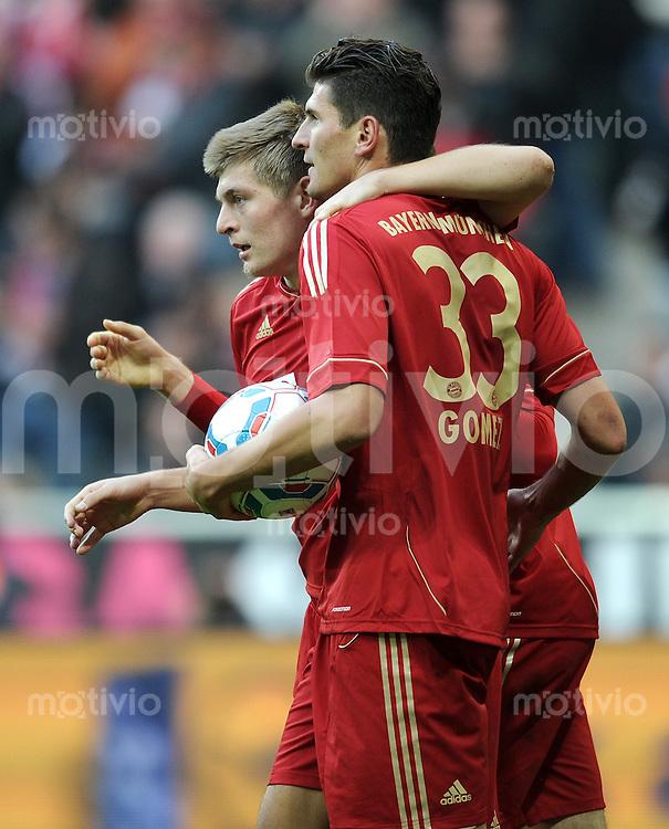 FUSSBALL   1. BUNDESLIGA  SAISON 2011/2012   11. Spieltag FC Bayern Muenchen - FC Nuernberg        29.10.2011 Jubel nach dem Tor zum 4:0 Toni Kroos , Mario Gomez (v. li., FC Bayern Muenchen)