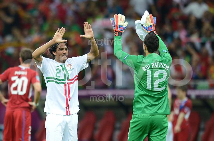 FUSSBALL  EUROPAMEISTERSCHAFT 2012   VIERTELFINALE Tschechien - Portugal              21.06.2012 Bruno Alves (li) Torwart Rui Patricio (re, beide Portugal) freuen sich nach dem Abpfiff