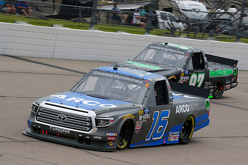 #16: Austin Hill, Hattori Racing Enterprises, Toyota Tundra ARCO National Construction and #97: Jesse Little, JJL Motorsports, Ford F-150 Skuttle Tight