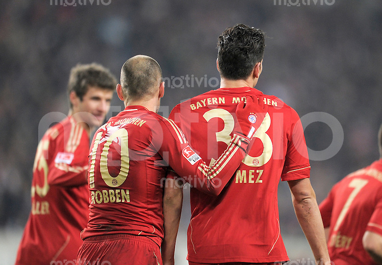 Fussball 1. Bundesliga:  Saison   2011/2012    16. Spieltag VfB Stuttgart - FC Bayern Muenchen  11.12.2011 Arjen Robben, Mario Gomez (v. li., FC Bayern Muenchen)