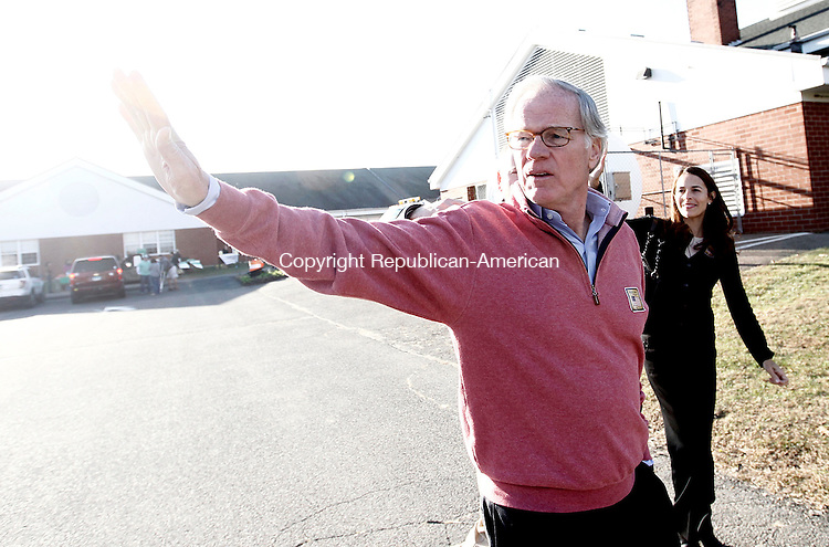 Oxford, CT- 04 November 2014-110414CM03-  Republican candidate for Governor, Tom Foley and his wife Leslie, wave to supporters outside Great Oak School during a campaign tour in Oxford on Tuesday.   Christopher Massa Republican-American