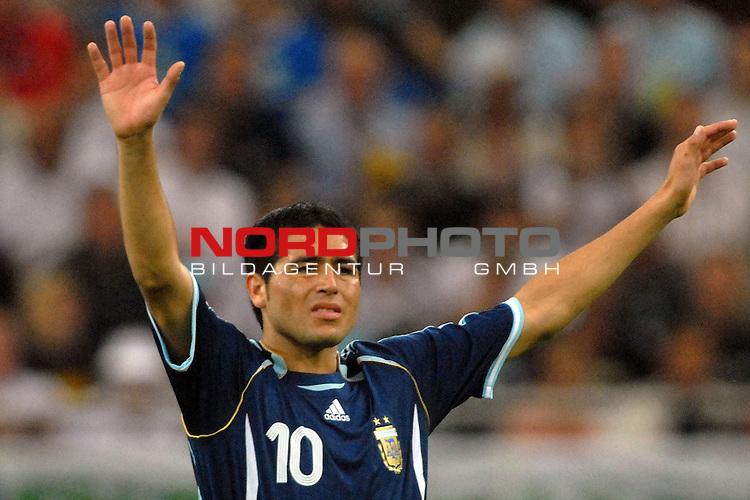 FIFA WM 2006 -  Gruppe C Vorrunde ( Group C )<br /> <br /> Play   #21 (16-Jun) - Agrentinien - Serbien / Montenego<br /> <br /> <br /> <br /> Juan Riquelme (ARG)<br /> <br /> <br /> <br /> Foto &copy; nordphoto