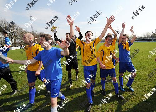 2013-04-21 / Voetbal / seizoen 2012-2013 / Aartselaar viert de titel..Foto: Mpics.be
