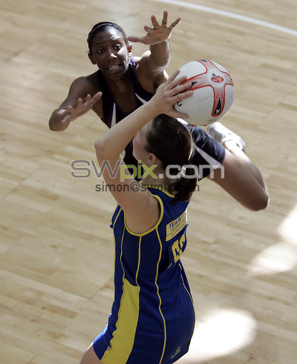 PIC BY PHIL SEARLE/SWPIX : 2006 figleaves.com Superleague Final, Guildford Spectrum.Rachel Dunn, Amanda Newton ....03/06/06....Rachel Dunn of  TeamBath shots under pressure from Amanda Newton of Mavericks in the first ever figleaves.com Superleague Final played at the Guildford Spectrum. TeamBath won the match 43-35(Photo: Phil Searle)