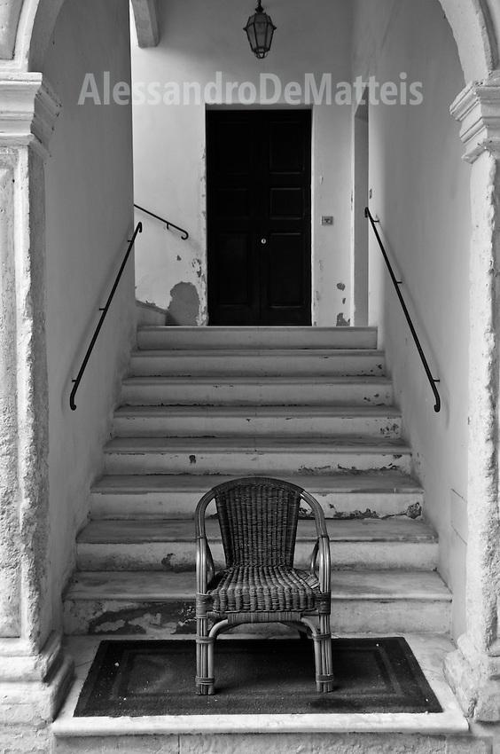 Lecce - Cortili aperti 2011 - Ingresso al piano superiore nel cortile di Palazzo Palombi.