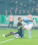 Solna 2015-10-04 Fotboll Allsvenskan AIK - Malm&ouml; FF :  <br /> Malm&ouml;s Rasmus Bengtsson reagerar mot AIK:s Mohamed Bangura efter en n&auml;rkamp med Malm&ouml;s m&aring;lvakt Johan Wiland under matchen mellan AIK och Malm&ouml; FF <br /> (Foto: Kenta J&ouml;nsson) Nyckelord:  AIK Gnaget Friends Arena Allsvenskan Malm&ouml; MFF portr&auml;tt portrait diskutera argumentera diskussion argumentation argument discuss arg f&ouml;rbannad ilsk ilsken sur tjurig angry