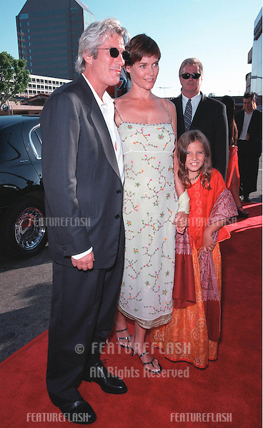 "25JUL99: Actor RICHARD GERE & actress girlfiend CAREY LOWELL at the Los Angeles premiere of his new movie ""Runaway Bride"" in which he stars with Julia Roberts.     .© Paul Smith / Featureflash"