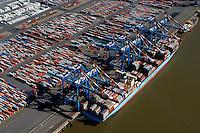 Containerhafen: EUROPA, DEUTSCHLAND, NIESDERSACHSEN, BREMERHAVEN, (EUROPE, GERMANY), 09.09.2004: Bremerhaven, Container, Containerlager, Containerschiff, Containerterminal, CT, Deutschland, Erweiterung, Europa, Export, exportieren,  Fracht, Gewaesser, Globalisierung, Gueter, Gut, Hafen, Hafenanlagen, Hafenwirtschaft, Handel, IIIa, Import, importieren, Kai, Kaimauer, Konjunktur, Ladung, Lager, lagern, Logistik, Luftaufnahme, Luftbild, Maersk, Mobilitaet, Panorama, Schiffahrt, Schifffahrt, Schiffsladung, Sealand, Seefahrt, Totale, Transport, transportieren, Ueberblick, Uebersicht, Umschlag, Verladearbeiten, Verladefahrzeuge, Verladekraene, Verladung, verschiffen, Verschiffung, Warenumschlag, Wasser, Wassertransport, Weltwirtschaft, Weser, Wesermuendung, Wirtschaft, Aufwind-Luftbilder.c o p y r i g h t : A U F W I N D - L U F T B I L D E R . de.G e r t r u d - B a e u m e r - S t i e g 1 0 2, 2 1 0 3 5 H a m b u r g , G e r m a n y P h o n e + 4 9 (0) 1 7 1 - 6 8 6 6 0 6 9 E m a i l H w e i 1 @ a o l . c o m w w w . a u f w i n d - l u f t b i l d e r . d e.K o n t o : P o s t b a n k H a m b u r g .B l z : 2 0 0 1 0 0 2 0  K o n t o : 5 8 3 6 5 7 2 0 9.C o p y r i g h t n u r f u e r j o u r n a l i s t i s c h Z w e c k e, keine P e r s o e n l i c h ke i t s r e c h t e v o r h a n d e n, V e r o e f f e n t l i c h u n g n u r m i t H o n o r a r n a c h M F M, N a m e n s n e n n u n g u n d B e l e g e x e m p l a r !.
