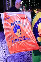 S&Atilde;O PAULO,SP, 17.03.2016 - PROTESTO-SP - Manifestantes protestam contra a posse do ex-presidente Luiz In&aacute;cio Lula da Silva, que assumiu o Minist&eacute;rio da Casa Civil, nesta quinta-feira, 17, na Avenida Paulista, regi&atilde;o central de S&atilde;o Paulo. Os manifestantes decidiram n&atilde;o atender ao apelo da Pol&iacute;cia Militar (PM) para desobstruir a via. <br /> (Foto: Fabricio Bomjardim/Brazil Photo Press)